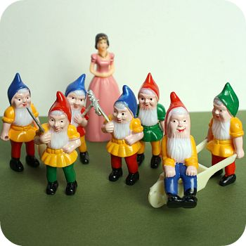 Http-_www.bakeitpretty.com_item_181_Snow-White-Gnomes-Cake-Topper-Set